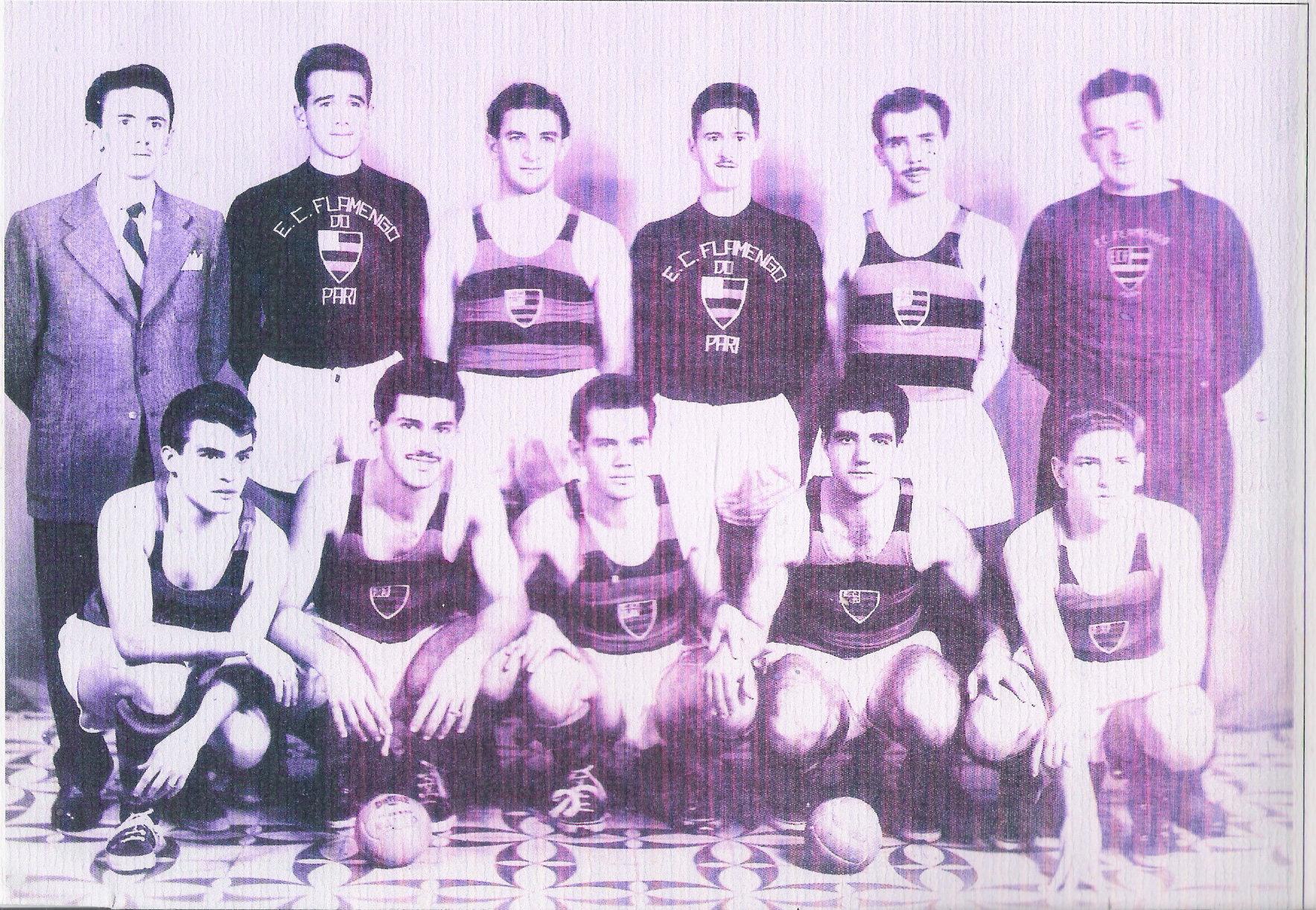 Uma das primeiras equipes de futebol de salão da história ... 71fd8c1921ddd