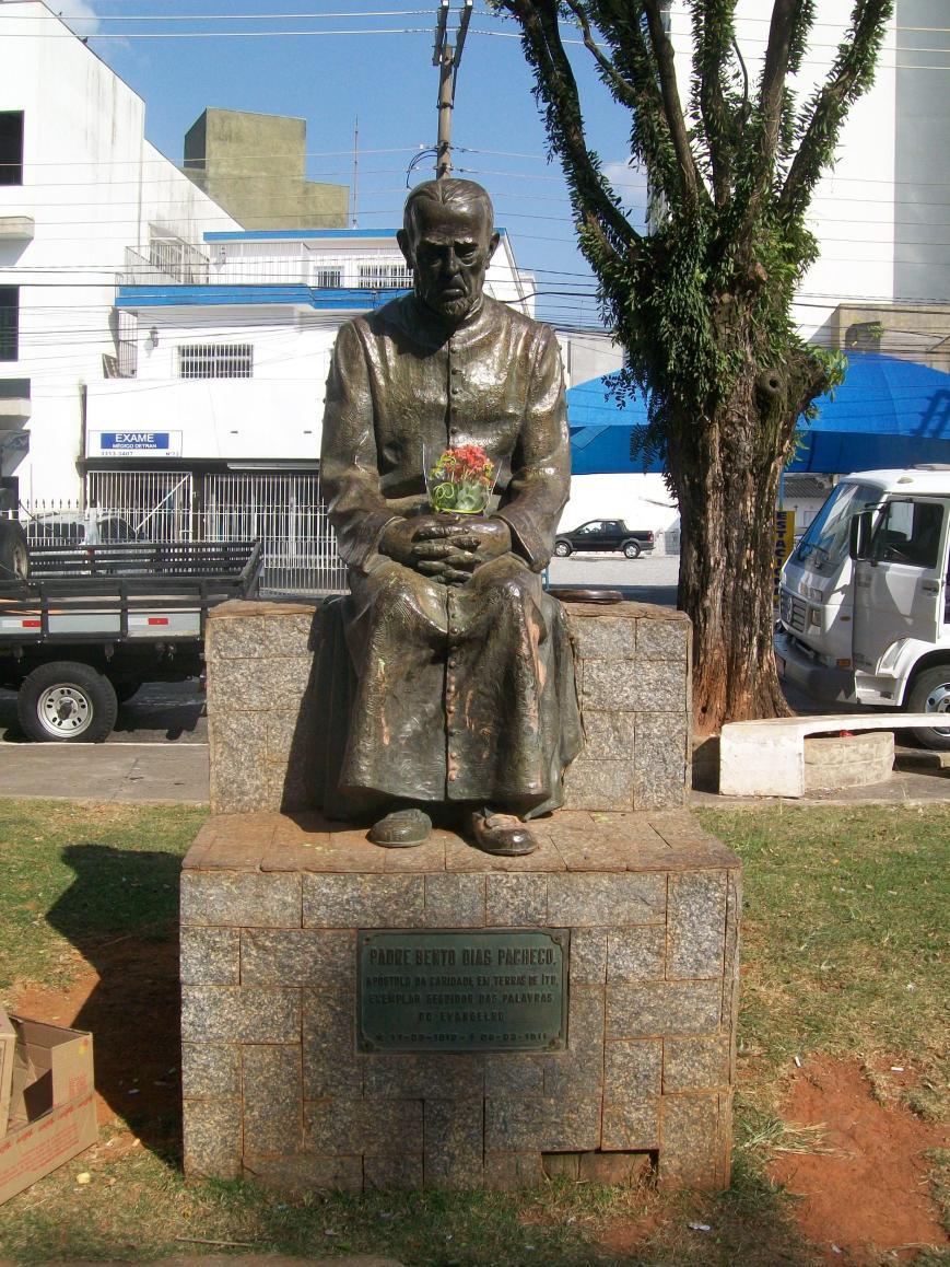 estatua padre bento