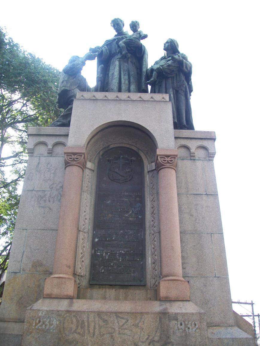 estatua santo antonio e os pobres