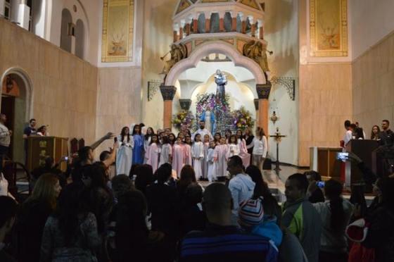 coroacao criancas no altar