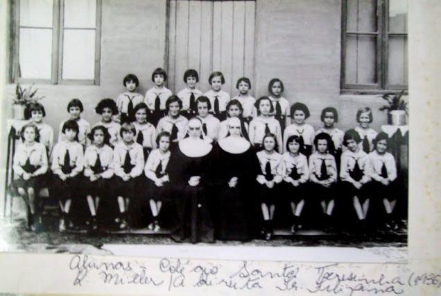 santa freiras e alunas