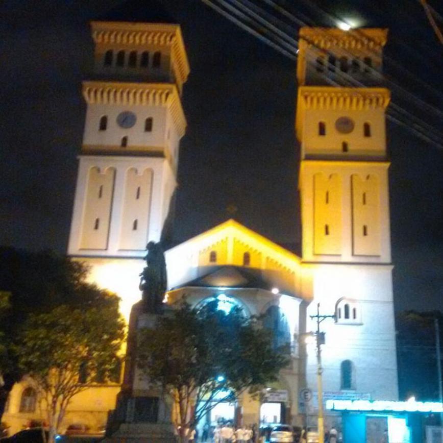 igreja-a-noite